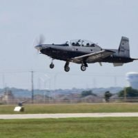 2 pilots safe after Air Force plane crashes in Texas field