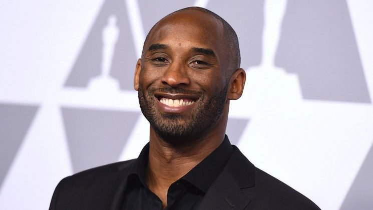 NBA legend Kobe Bryant seen helping drivers involved in car accident