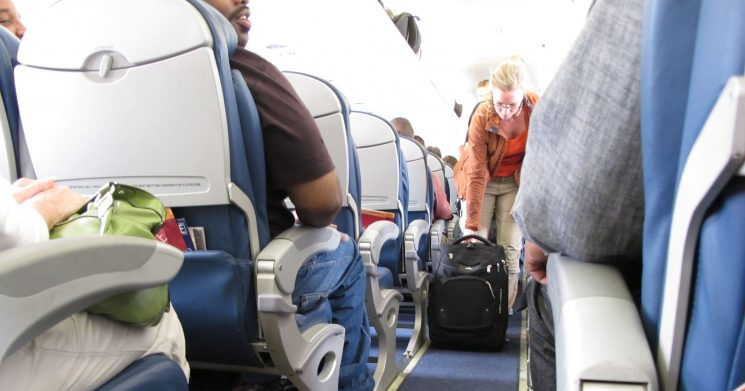 House approves bill that would regulate airline seat sizes