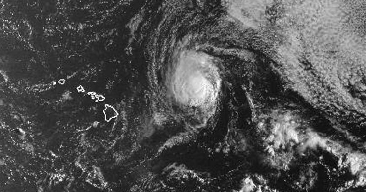 Tropical Storm Olivia approaches Hawaii with wind and rain