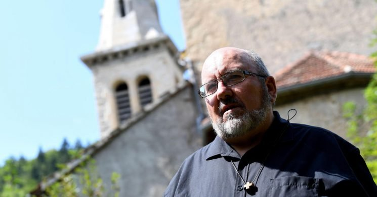 French rebel priest takes on church hierarchy over sex abuse