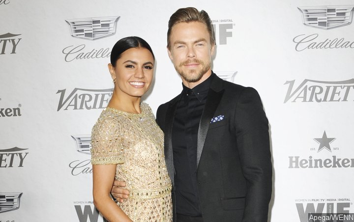 Derek Hough Treats Girlfriend to 'A Star Is Born' Song Cover in the Kitchen
