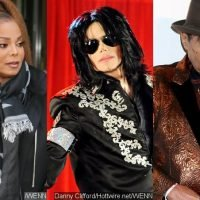 Janet Jackson Got Emotional in Tribute Performance for Michael and Father