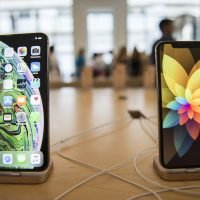 Sales of Apple's latest iPhones off to a sizzling start