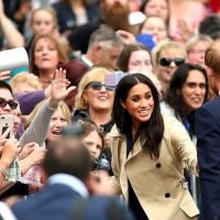 Royal fans hilariously compete for Harry and Meghan's attention in Melbourne