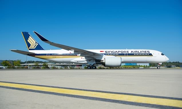 World's longest flight from Singapore to New York prepares to take off