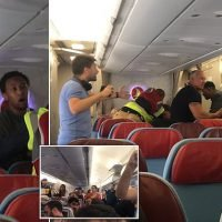 Passengers help man resist deportation by getting him kicked off plane