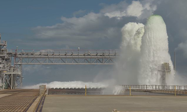 Cooling system for SLS megarocket releases 450,000 gallons in a minute