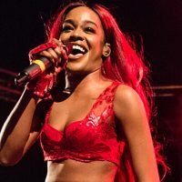Azealia Banks Posts Totally Topless Video In Midst Of Twitter War With Lana Del Rey — Watch