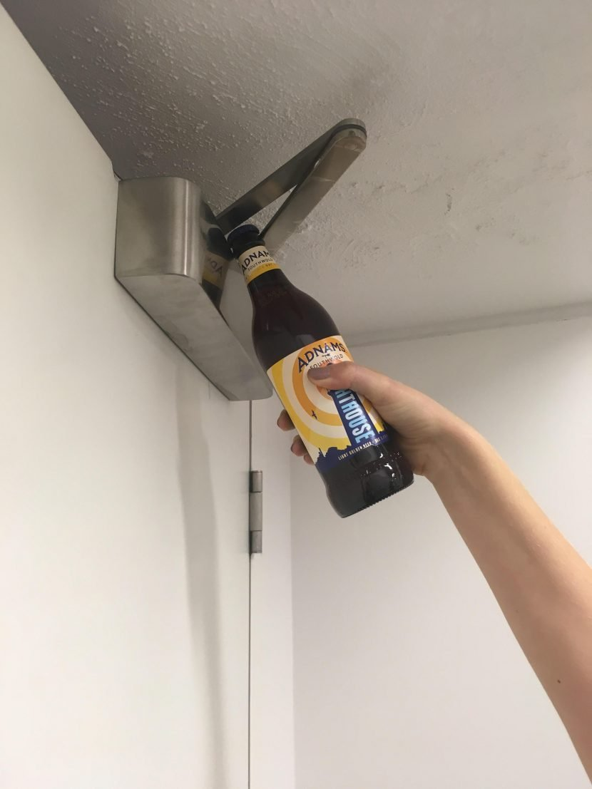 How to open a bottle without an opener – hotel guest discovers genius way to pop beer cap