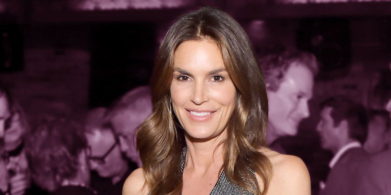Cindy Crawford's Makeup-Free Gym Selfie is Leaving Other Models in Awe
