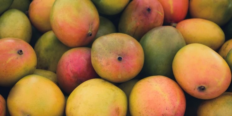 Trust Me, You Definitely Don't Want To Eat Mango Skin