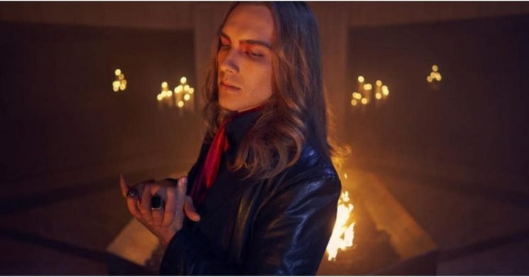 American Horror Story: The Scoop on Witches vs. Warlocks