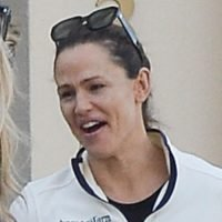 Jennifer Garner Chats With a Friend After Leaving the Gym in Santa Monica