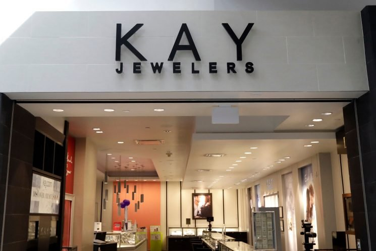Kay Jewelers Accused of Stealing Illinois Woman's Engagement Ring: 'Every Kiss Does Not Begin With Kay'