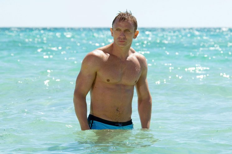 How old is Daniel Craig, when did he marry Rachel Weisz, how many James Bond films has he done and what's his net worth?