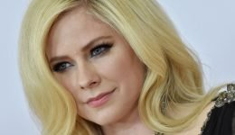 Avril Lavigne Says She 'Couldn't Get The F*ck Out Of Bed' With Lyme Disease