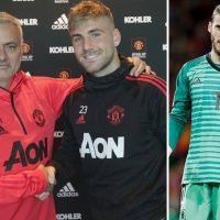 Manchester United star David De Gea refusing to follow Luke Shaw's example and commit long-term future to club