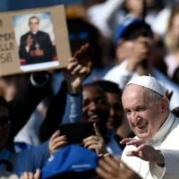 Pope makes El Salvador's Oscar Romero, Pope Paul VI saints