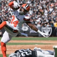 Carlos Hyde traded by Cleveland Browns to Jacksonville Jaguars for fifth-round draft pick