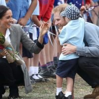 Harry and Meghan play with local kids during day 2 of royal Australia tour