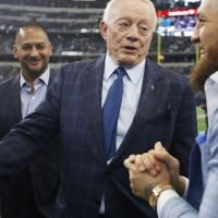 Here's what Jerry Jones told Conor McGregor on sideline