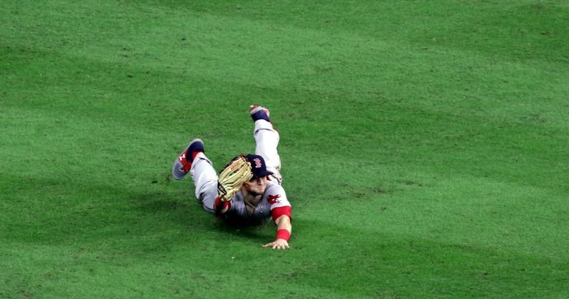 See the wild catch that won it for Red Sox