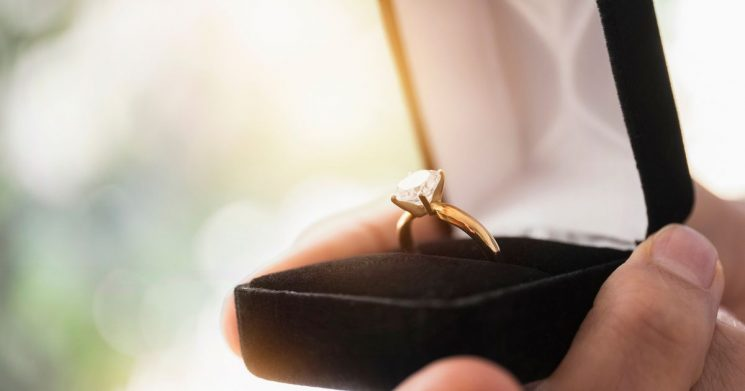 Who keeps the engagement ring after a break-up – what the law actually says
