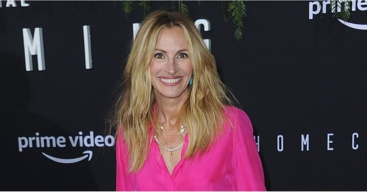 "Julia Roberts Dyed Her Hair ""Flamingo"" Pink, and We're Flocking to the Salon"