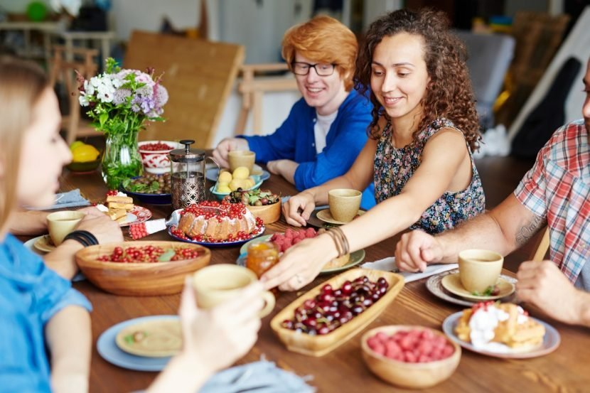 8 Traditions To Start With Your Friends This Friendsgiving & Continue Forever