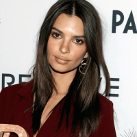 Emily Ratajkowski Flaunts Tiny Waist & Derriere In Denim Outfit On Instagram