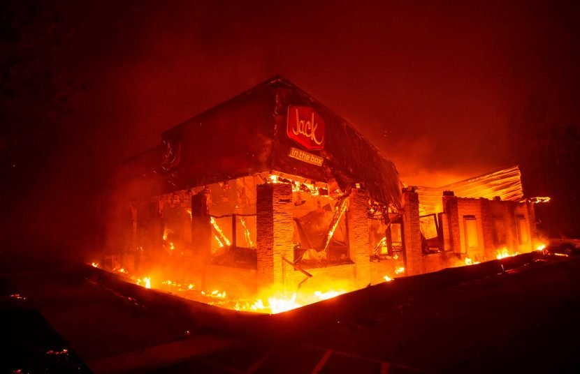 Malibu fire – Tens of thousands forced to flee on foot as Woolsey wildfire forces EVACUATION of California celeb paradise