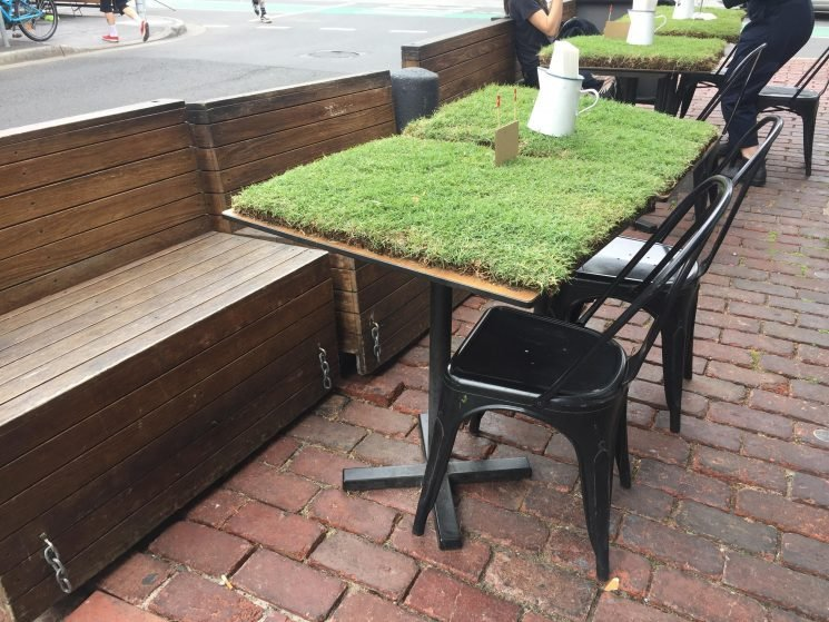 These restaurant tables are covered in grass and DIRT… and people are horrified