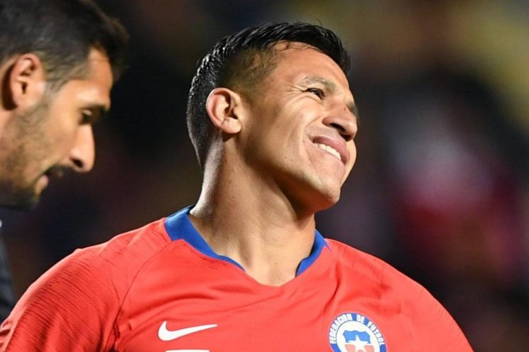 Alexis Sanchez's campaign gets worse as 'out of sorts' Manchester United star misses late penalty for Chile