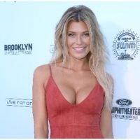 Samantha Hoopes Topless In Sultry Post As She Hypes 'Sports Illustrated Swimsuit' Charity Event