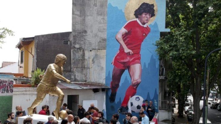 Maradona's 'goal of the century' commemorated in bronze