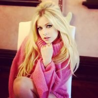 Avril Lavigne Addresses Conspiracy Theory that She's a Clone