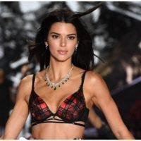 Kendall Jenner Goes Shirtless In Sexy New Instagram Photo