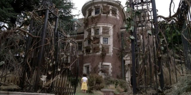 """The owners of American Horror Story's Murder House are suing because it's """"haunted"""""""