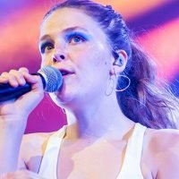 Maggie Rogers: 5 Things About The Singer Performing On 'Saturday Night Live'