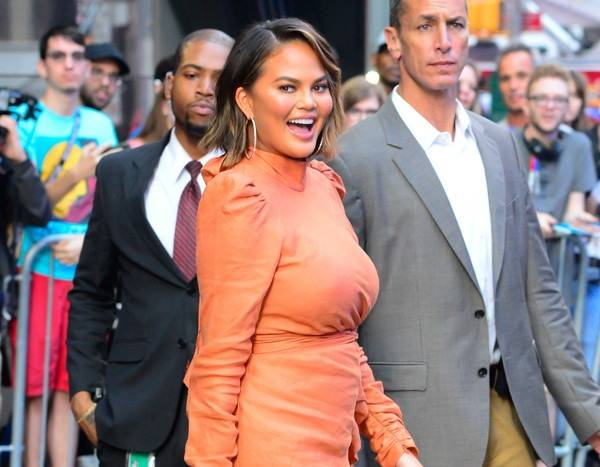 You Have to See How Chrissy Teigen Is Potty-Training Luna on Tour