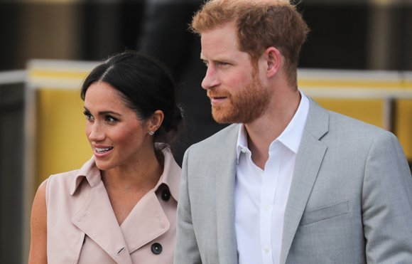 Prince Harry Takes An ADORABLE Photo Of Meghan Markle's Baby Bump!
