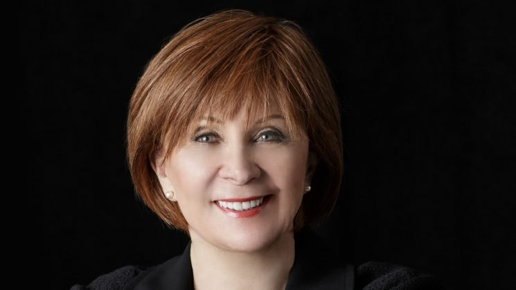 Best-selling author Janet Evanovich describes failing as a waitress, latest Plum novel