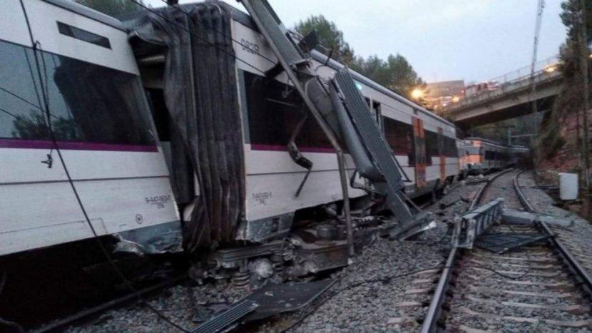 Commuter train derails near Barcelona killing 1, injuring 6