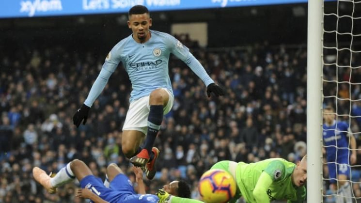 Pressure back on Liverpool as Man City knock off Everton