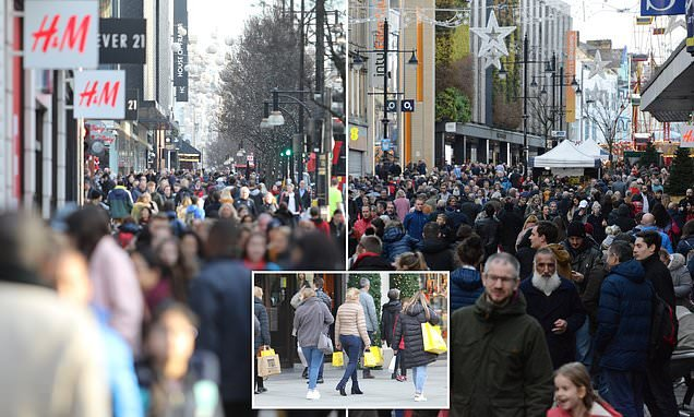 Last-minute Christmas shoppers take to Britain's High Streets