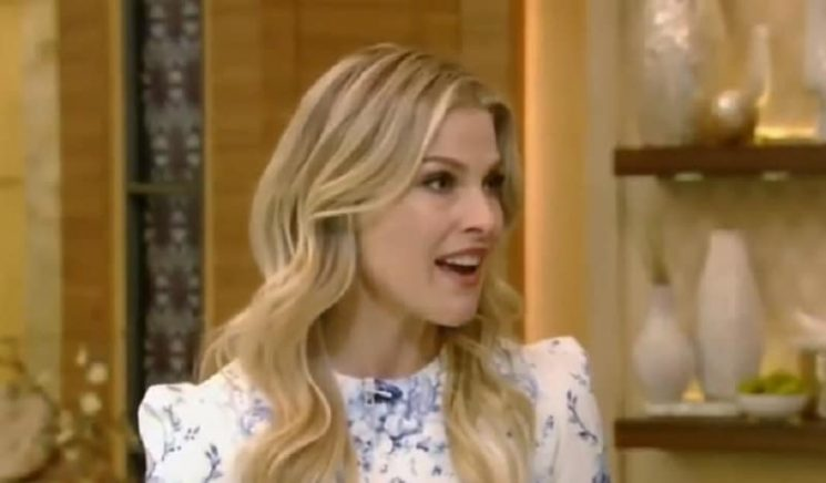Who plays Paige on Splitting Up Together cast? Guest star Ali Larter played Darcy in Varsity Blues