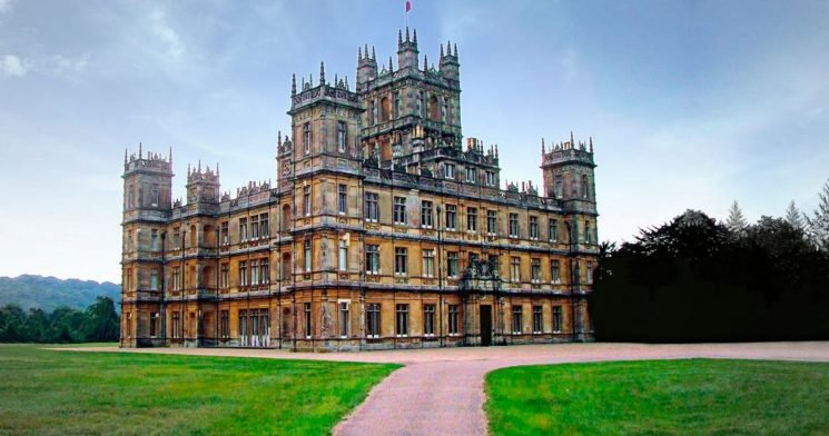 'Downton Abbey' Fans Can Celebrate Holiday Season At The Show's Real-Life Castle