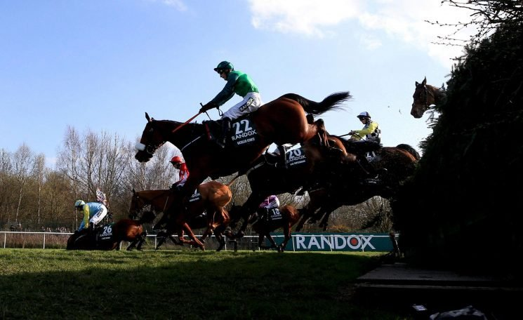 When is the 2018 Becher Chase, what is the prize money, which horse is the favourite and is there a live stream?