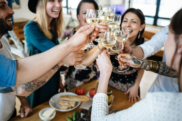 How to host a Christmas dinner party for friends and family